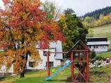 Pohled od dětského hřiště